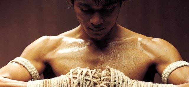 Uderzenie łokciem w muay thai