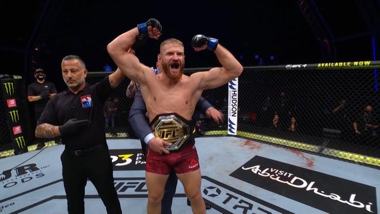 Jan Błachowicz (27-8) znokautował w 2. rundzie Dominicka Reyesa na gali UFC 253 .