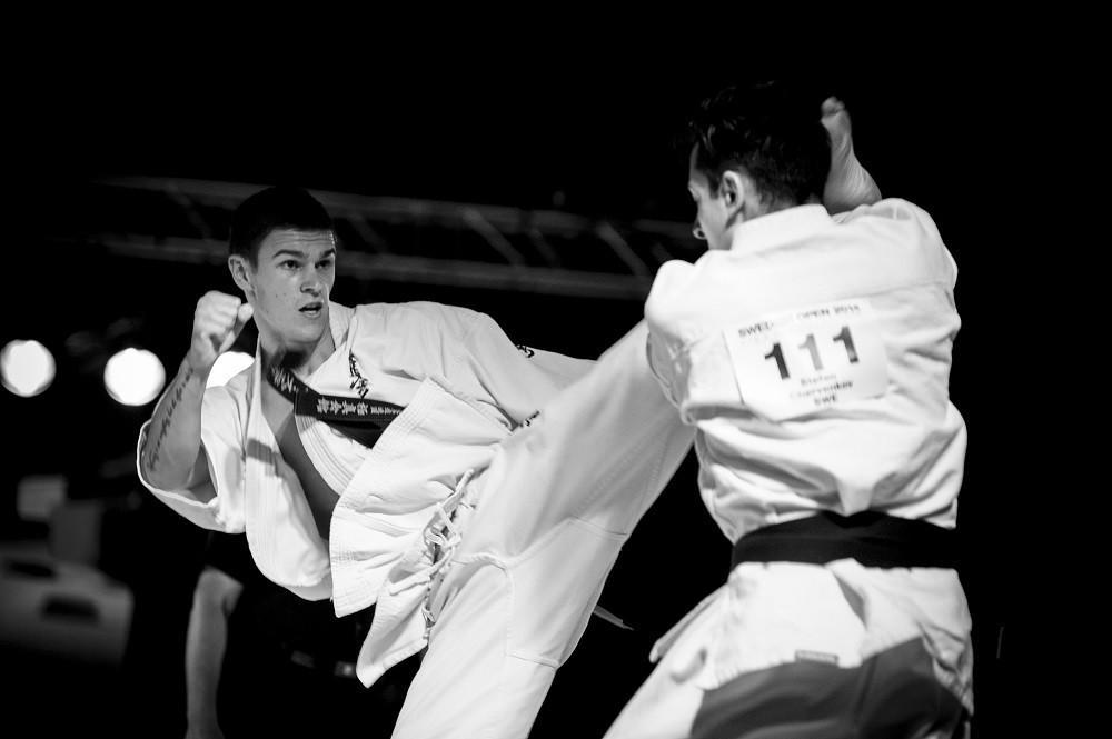 Uderzenia  karate !