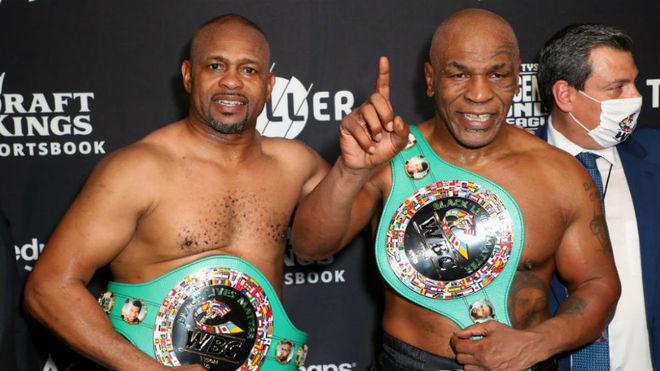 W pokazowej walce Mike Tyson zremisował z Royem Jonesem Juniorem.