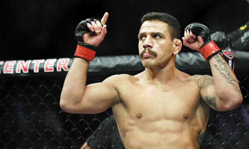 Były mistrz wagi lekkiej, Rafael dos Anjos, wypunktował na dystansie pięciu rund Paula Feldera na gali UFC Fight Night 182 w Las Vegas