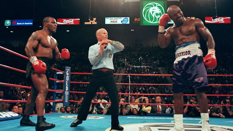 Evander Holydield. – Tyson, jestem gotowy !