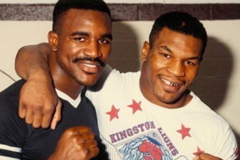 """Evander Holyfield w rozmowie z """"The Sun"""" potwierdził, że negocjowana jest jego walka z Mikem Tysonem."""