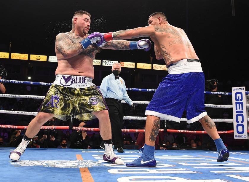 Andy Ruiz Jr (34-2, 22 KO) zdecydowanie pokonał na punkty Chrisa Arreolę (38-7-1, 33 KO)