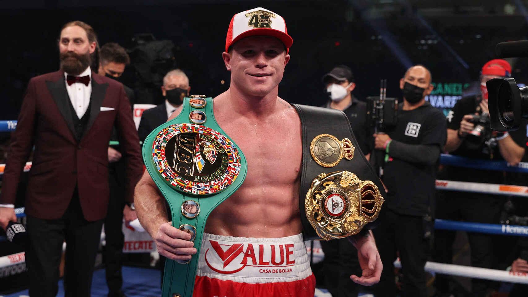 Saul Alvarez (55-1-2, 37 KO) pokonał przed czasem Billy'ego Joe Saundersa (30-1, 14 KO)