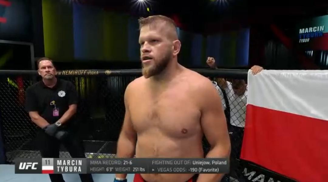 """Marcin Tybura (22-6) awansował do czołowej """"10"""" rankingu wagi ciężkiej UFC."""