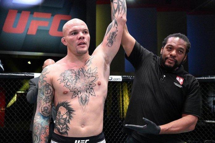 Anthony Smith pokonał w pierwszej rundzie mniej doświadczonego Ryana Spanna