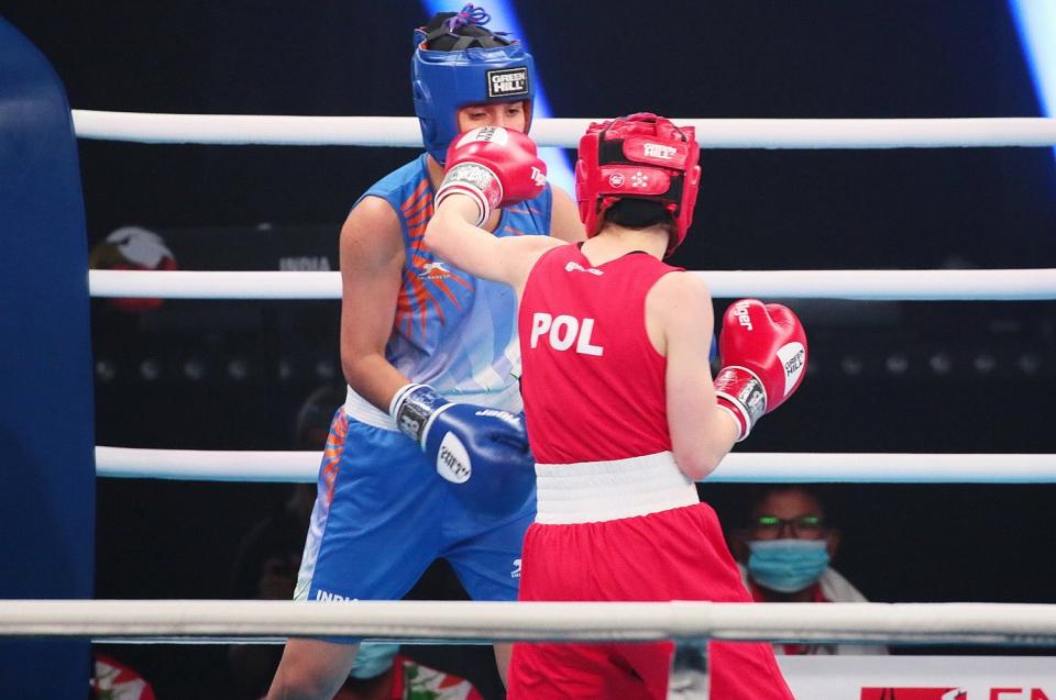 51 walk eliminacyjnych odbyło się w środę, w drugim dniu rozgrywanych w Staszowie Mistrzostw Polski Juniorów w boksie.